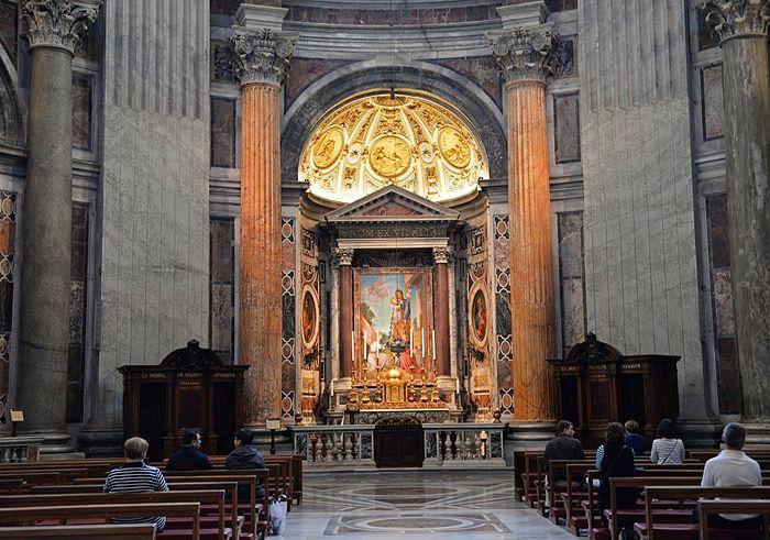 Алтарь святого Иосифа в соборе святого Петра в Ватикане. Фото: РИА Новости/Наталья Селиверстова