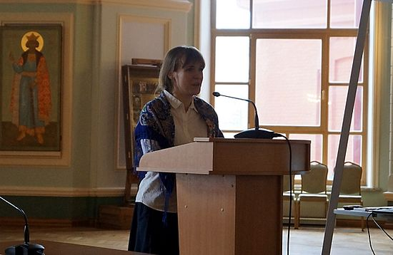 Выступает руководитель Фонда помощи пожилым людям «Старость в радость» Елизавета Олескина