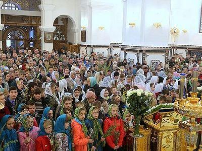 Горловка: Литургия в кафедральном соборе собрала более пятисот детей (+Видео)