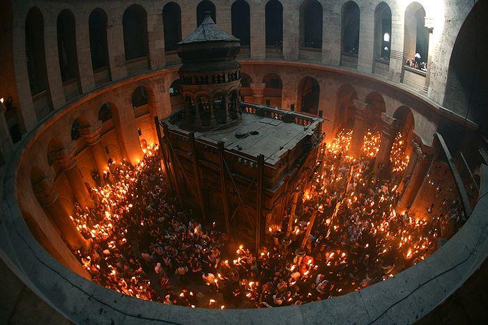Схождение Благодатного Огня в Великую Субботу