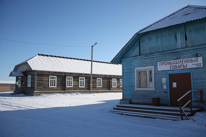 Бывшие бараки для лагерных служб, напоминание о самых страшных страницах истории страны. Фото: Александр Кудрявцев