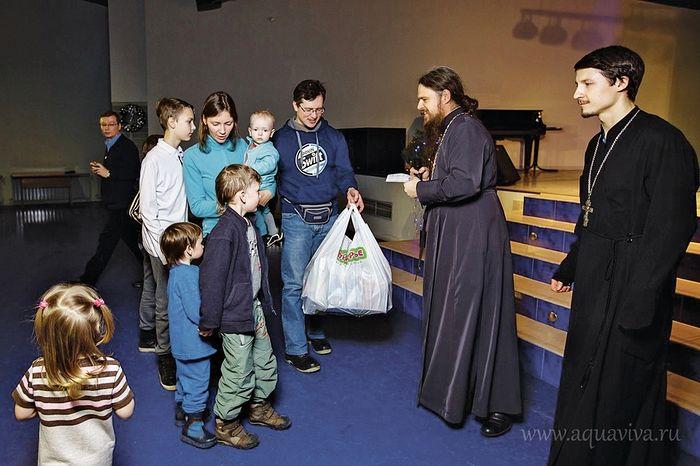 Многодетные семьи — герои нашего времени, которым надо помогать, — считает иерей Даниил Василевский
