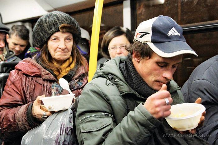 Накормить бездомных — одна из забот в социальном служении Церкви