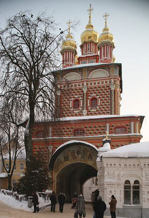 Надвратная церковь в честь Рождества Иоанна Предтечи