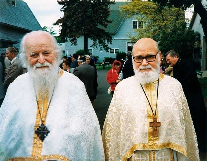 Fr. Roman Braga (right), Fr. Sofian Boghiu (left). Photo: cuvantul-ortodox.ro