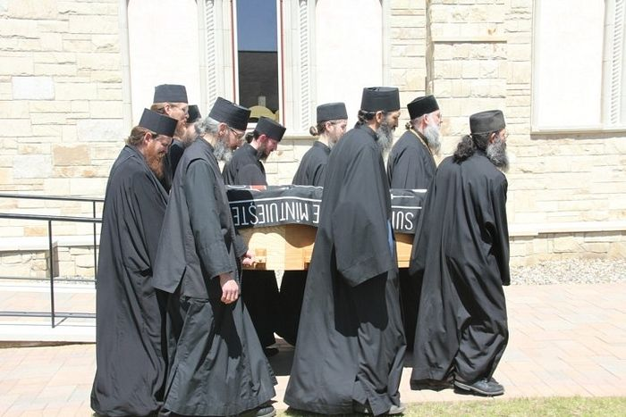 Fr. Roman's funeral. Photo: marturisitorii.ro