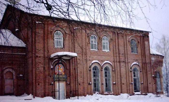 Дом культуры села Сторожевск в здании бывшего храма. Фото из архива библиотеки с. Сторожевск
