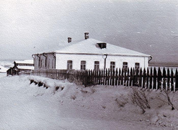Ыбское земское училище, в котором преподавал отец Иоанн. Фото из архива музея с. Ыб
