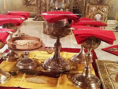 Божественная литургия в Сретенском монастыре в Неделю святых жен-мироносиц