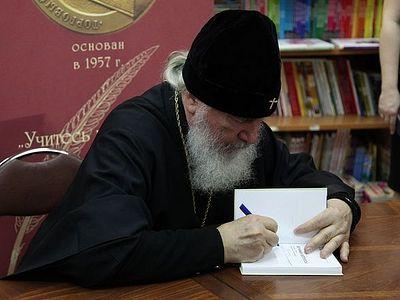 Митрополит Климент представил книгу «Вечные вопросы. Беседы о Боге, творении и человеке»