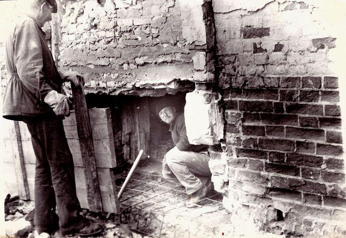 Настоятель отец Валерий на восстановлении храма