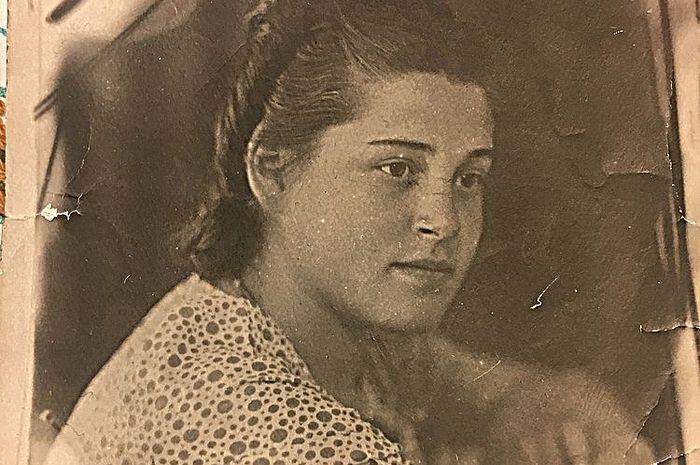 Школьница Ирина Кострова