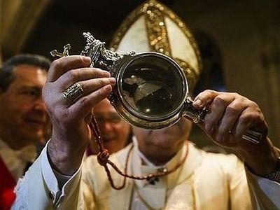 В Неаполе произошло «Чудо Святого Януария»: кровь мученика стала жидкой