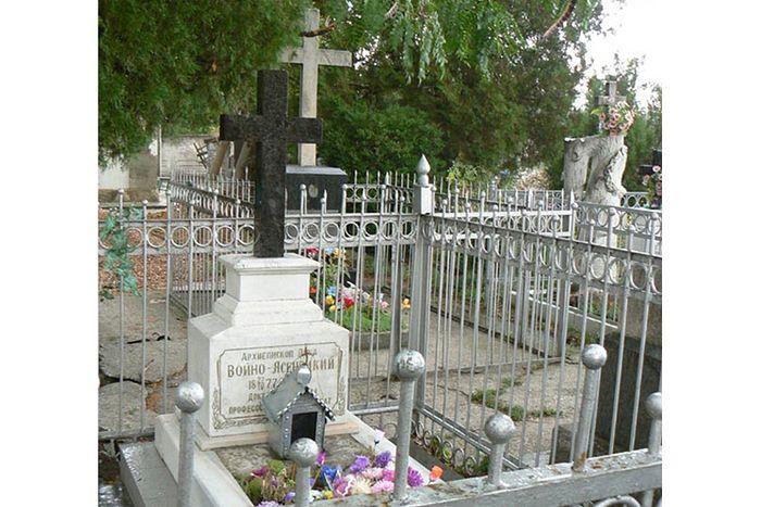 Могила святителя Луки в Симферополе