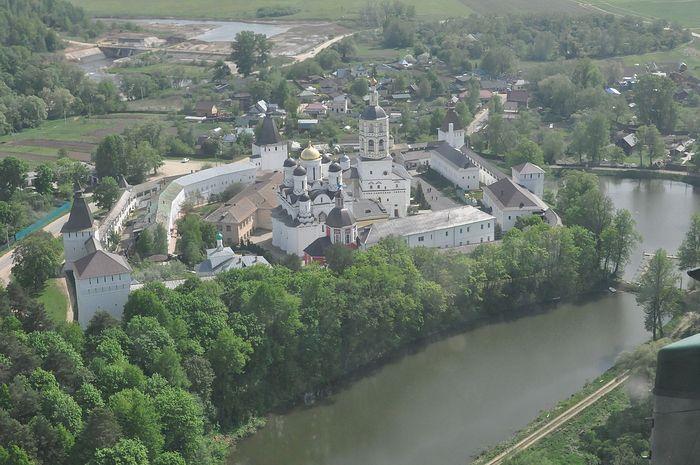 Вид Пафнутьева Боровского монастыря с вертолета