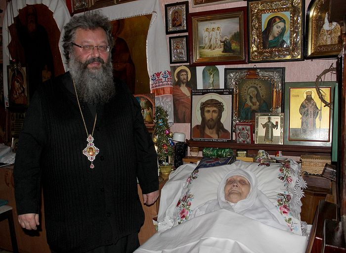 Митрополит Екатеринбургский и Верхотурский Кирилл у матушки Феодосии