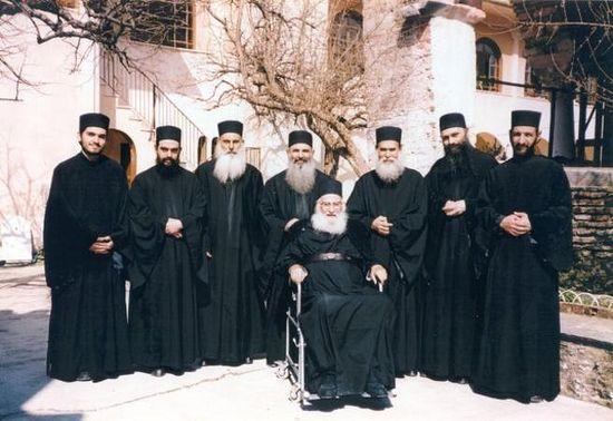 Старец Афанасий с духовными чадами