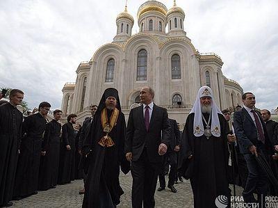 Храм примирения: собор Новомучеников Российских «освятил» и украсил Лубянку