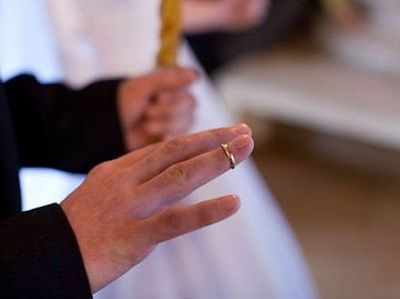 Почему священники не носят обручальные кольца?