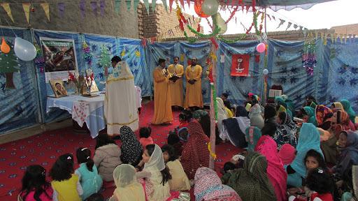 Божественная Литургия в Саргодхе, Пакистан, фото: archangelmichaelmission.wordpress.com