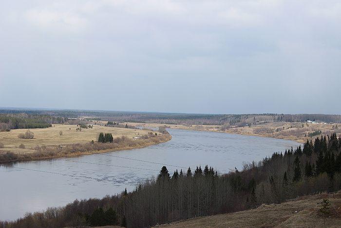 Вид на реку Вымь с колокольни храма
