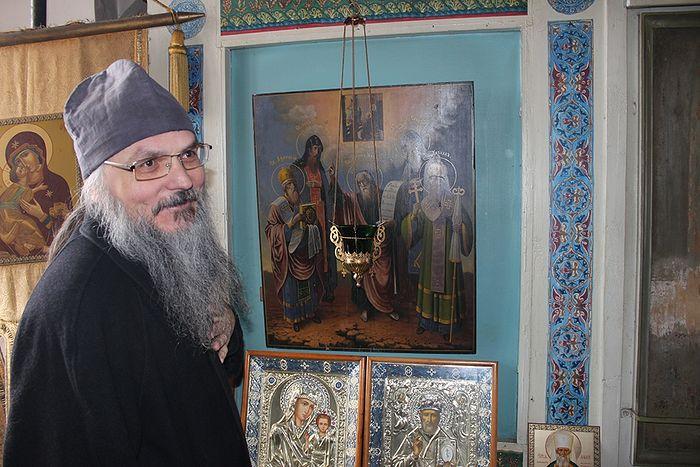 Отец Антоний рассказывает о старинных иконах храма