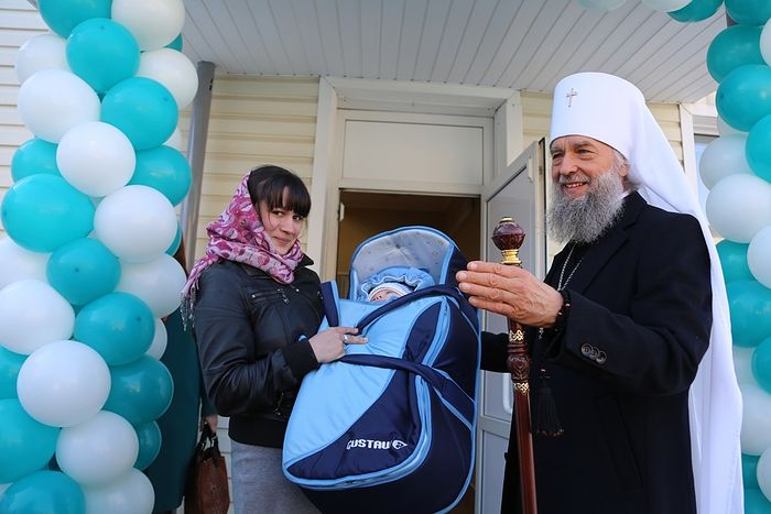 Grand opening of the humanitarian aid center in Saransk, headed by Metropolitan Zenovy of Saransk and Mordovia. Photo: diaconia.ru