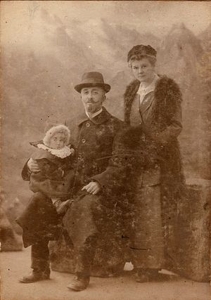 Бабушка по матери, Ирина Львовна, правнучка Алексея Львова, со своими родителями
