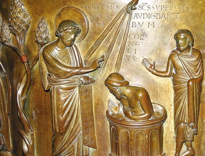 Крещение сотника Корнилия. XII век, церковь Св. Варфоломея, Льеж, Бельгия