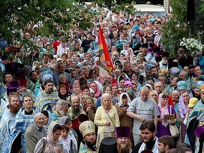 В Луганске прошел Крестный ход в честь местночтимой иконы Божией Матери