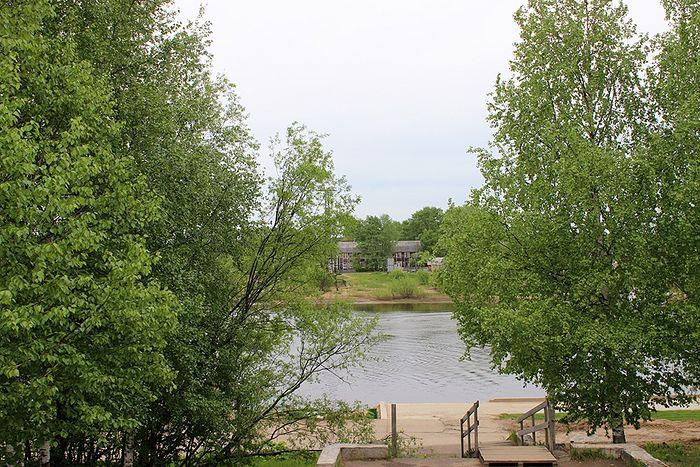 Дом отца Михаила Земляницына располагался в живописном месте на берегу реки Сысолы