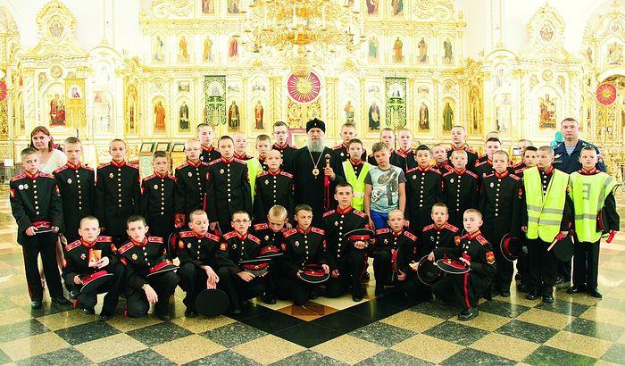 Владыка Зиновий с воспитанниками казачьих классов школы № 30 г. Саранска