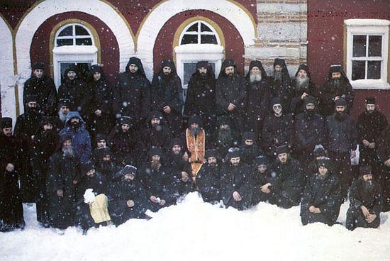 Старец Ефрем с братией монастыря Филофей. Афон.
