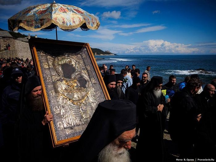 Крестный ход с Иверской иконой Божией Матери на Афоне