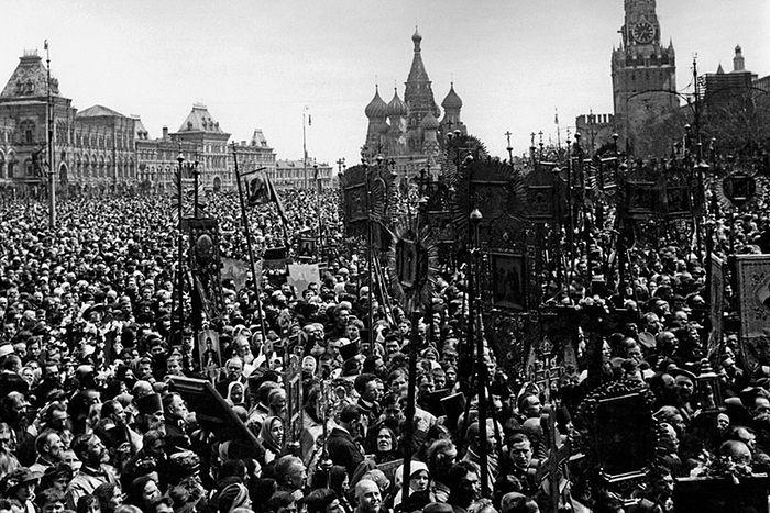 Крестный ход в защиту Церкви и святынь православных на Красной площади. Москва, 1917 год. Источник: pastvu.com