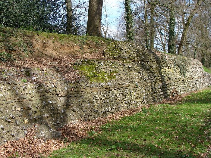 A surviving stretch of a Roman wall in St. Albans, formerly Verulamium (photo from Wikipedia)