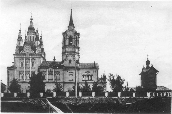 Воскресенская церковь город Томска в начале XX века.jpg