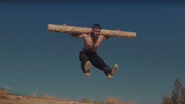 Фрагмент клипа для песни «Сумецкая» группы «Отава Ё»