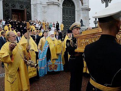 В Москве состоялись проводы ковчега с частью мощей святителя Николая