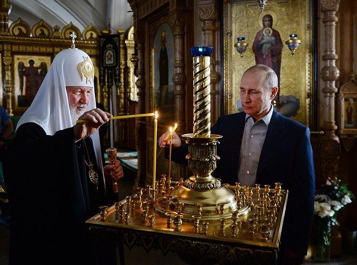 Святейший Патриарх Кирилл и президент Российской Федерации В.В. Путин в Валаамском монастыре. Фото: patriarchia.ru