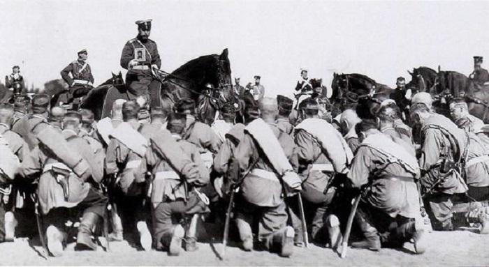 Цар Николај благосиља војнике у Руско-јапанском рату