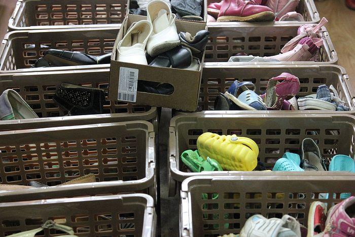 Обувная коробка в бесплатном магазине: и мамы, и дети могут выбрать себе подходящую пару обуви абсолютно бесплатно