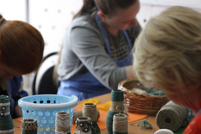 Мамы в рукодельной мастерской