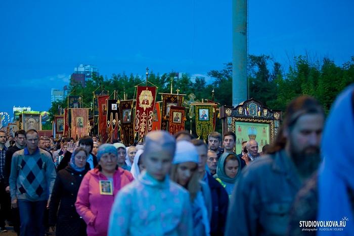 У Царској литији у Јекатеринбургу учествовало више од 60 хиљада људи 2