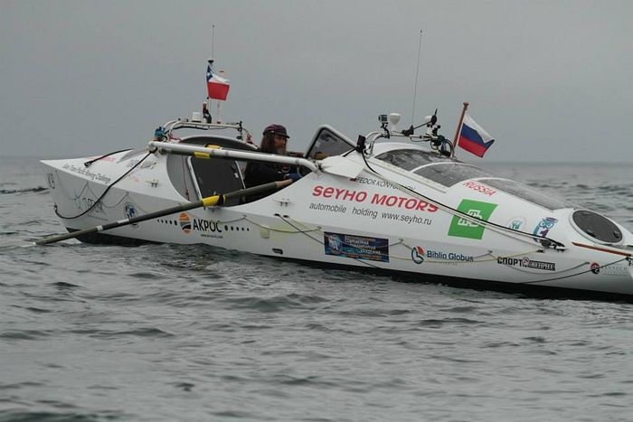 О. Федор Конюхов пересекает Тихий океан на весельной лодке