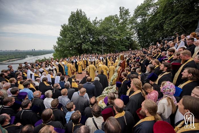 Литија у част Крштења Русије са више од сто хиљада људи прошла центром Кијева (видео) 1