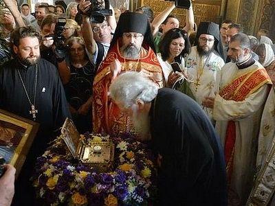 Глава святого Пантелеимона принесена в русский храм в Софии