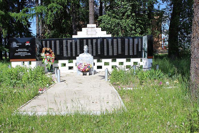 Обелиск села Руч с именами сыновей отца Николая Перебатинского