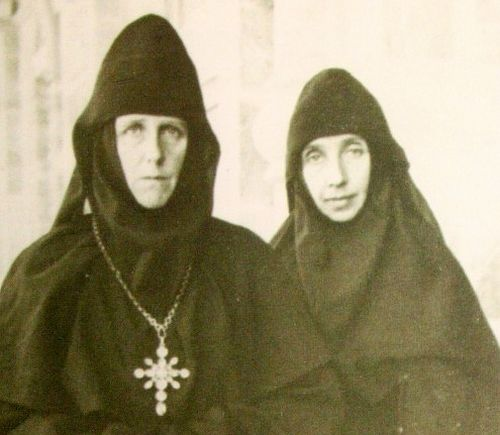 Gethsemane abbess Mary (Robinson) and Nun Barbara (Tsvetkova); Gethsemane 1948. Photo: internetsobor.org