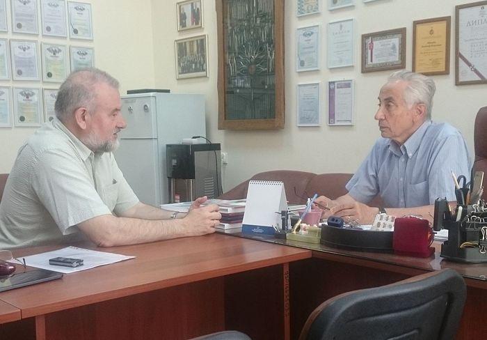 Главный редактор Русской народной линии Анатолий Степанов и профессор Владимир Трезубов